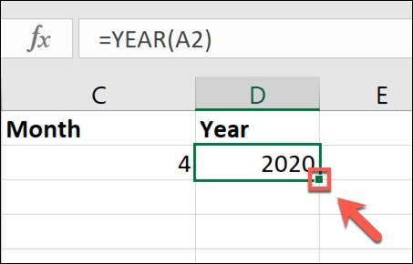 Doppelklicken Sie auf das kleine grüne Quadrat in der unteren rechten Ecke der Zelle, um die Daten aus einer Zelle zu kopieren und eine Spalte zu füllen