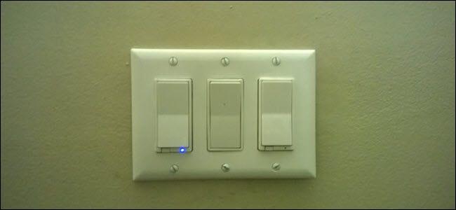 Zwei intelligente Schalter und ein Standard-Paddelschalter dazwischen.