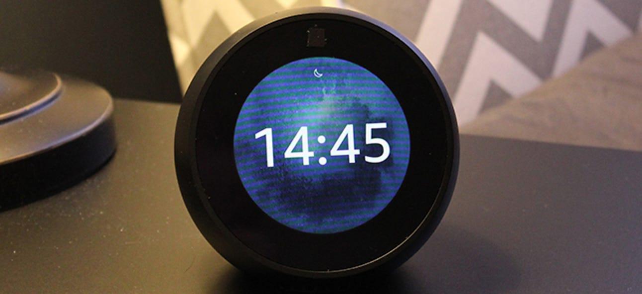 So wechseln Sie zu einer 24-Stunden-Uhr im Echo Show & Echo Spot