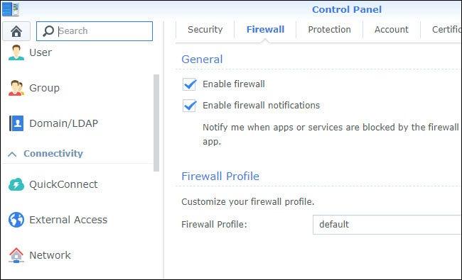 Firewall-Einstellungen in der Systemsteuerung mit aktivierter Firewall.