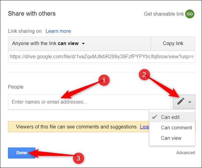 """Geben Sie den Namen oder die E-Mail-Adresse der Person ein, wählen Sie die entsprechenden Berechtigungen aus und klicken Sie dann auf """"Erledigt."""""""