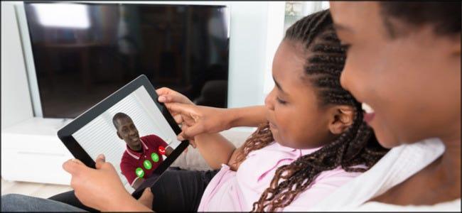 Familienvideo-Chat auf dem Tablet