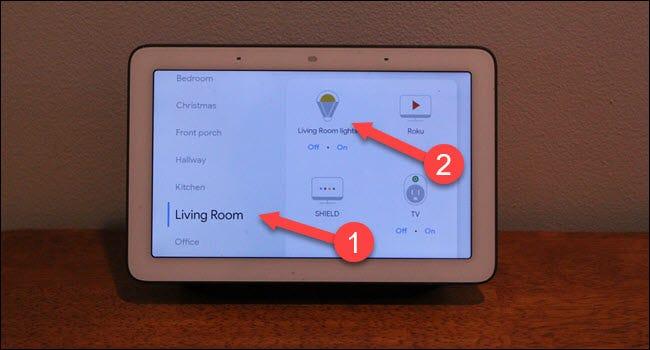 Google Home-Raumdialog mit Pfeilen, die auf Wohnzimmer und Lichter zeigen.