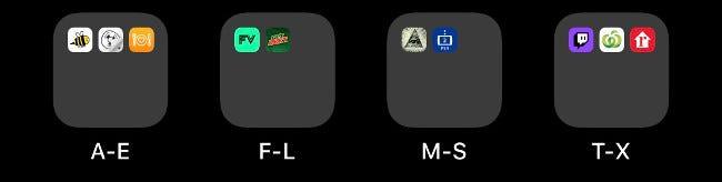 Vier Ordner auf einem iOS-Startbildschirm, alphabetisch gekennzeichnet.