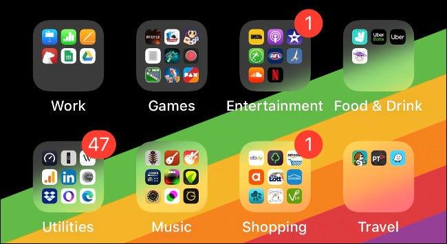 Ordner mit Apps auf einem iOS-Startbildschirm, sortiert nach Typ.