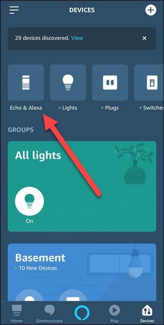 Alexa App mit Pfeil auf Echo & Alexa