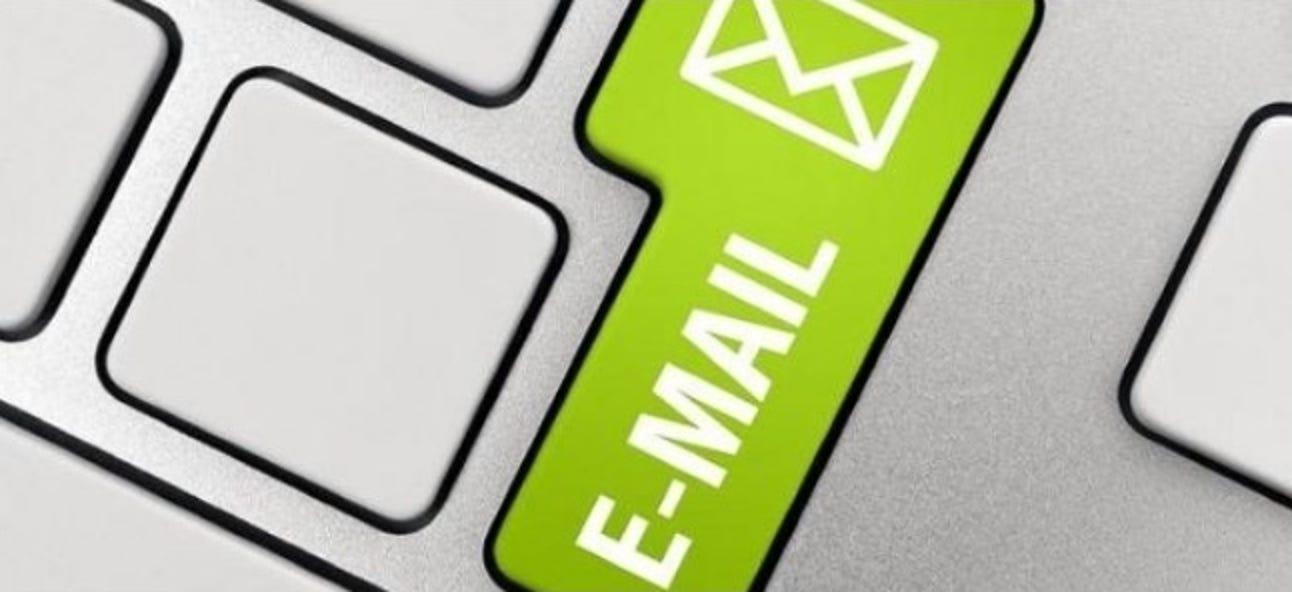 Wie ist es möglich, E-Mails mit dem Domainnamen eines anderen zu senden?