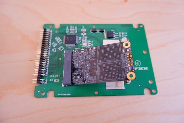 Ein mSATA-zu-IDE-Adapter.