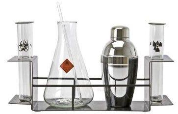Bild eines Cocktail-Sets zum Thema Chemie.