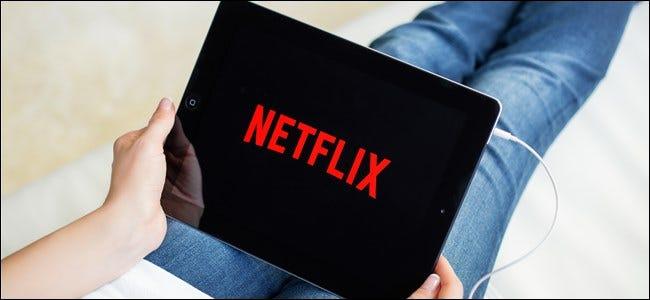 Netflix-Logo auf einem Tablet