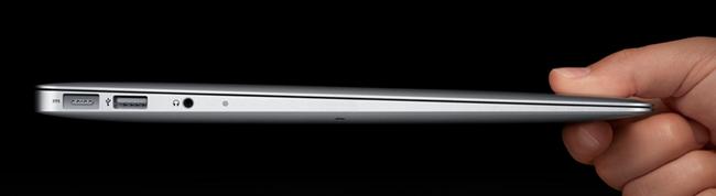 Macbook Air mit der Ansicht des dünnen Seitenprofils.