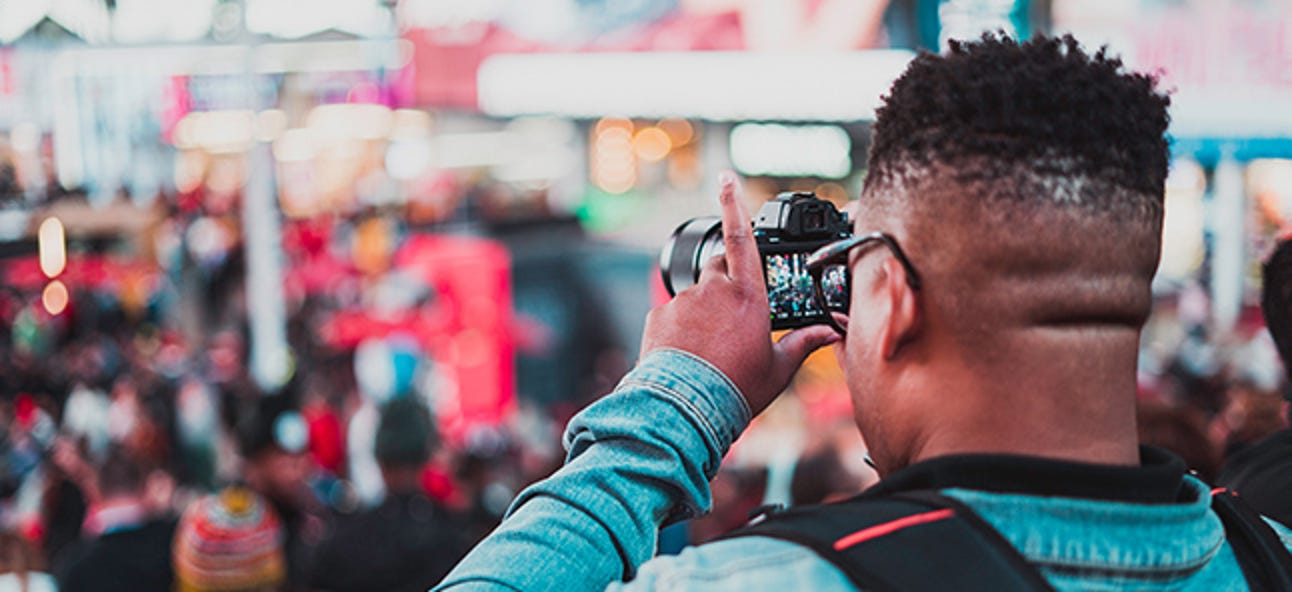 Wie man respektvoll Fotos an öffentlichen Orten macht