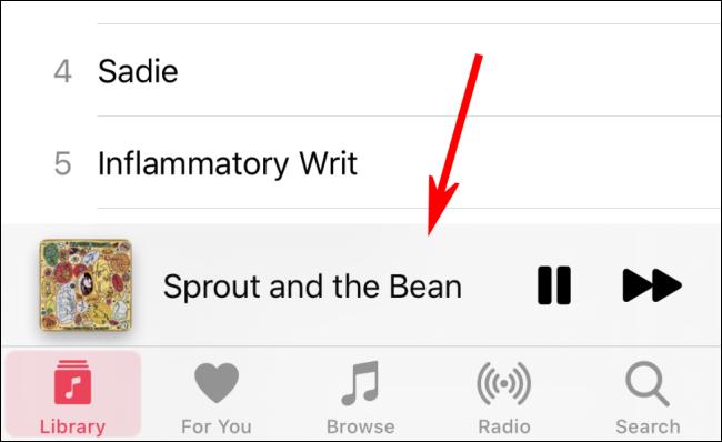 Tippe unten auf dem Bildschirm auf das Lied, das gerade abgespielt wird