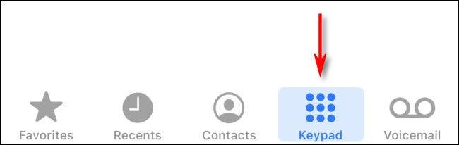 """Tippen Sie in der iPhone Phone-App auf das """"Tastenfeld"""" Taste."""
