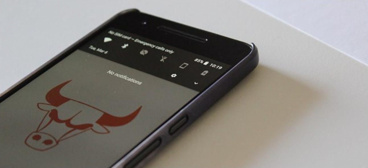 So erzwingen Sie das dunkle Schnelleinstellungsthema in Android Oreo
