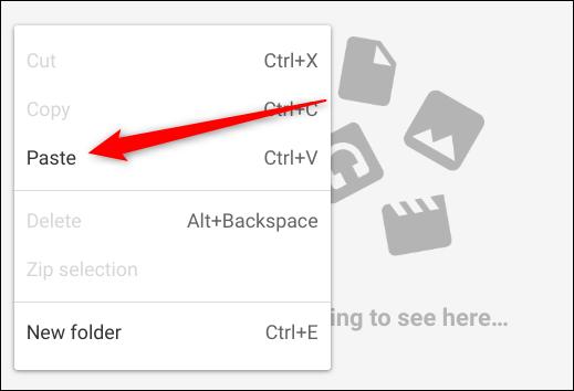 """Navigieren Sie über die App """"Dateien"""" zu einem Ordner, in dem Sie diese Dateien auf Ihrem Chromebook speichern möchten, klicken Sie mit der rechten Maustaste und klicken Sie dann im Kontextmenü auf """"Einfügen""""."""