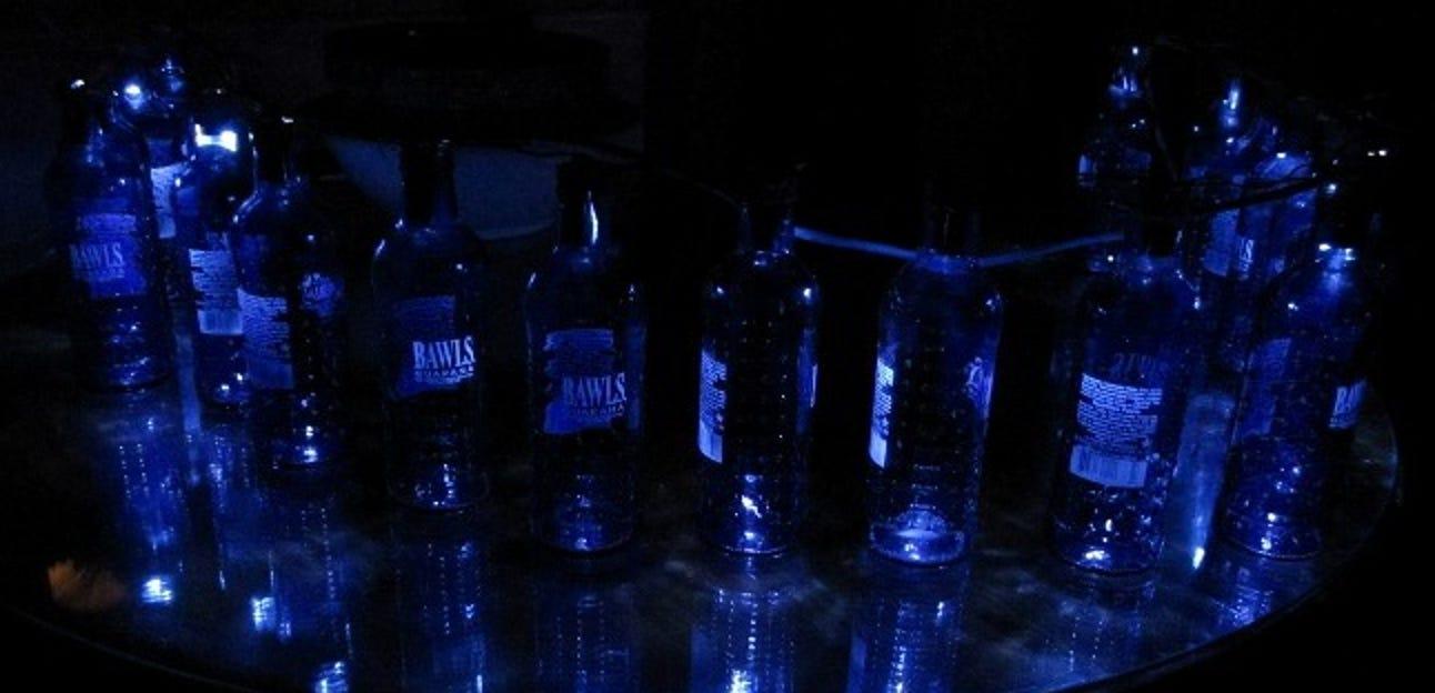 Erstellen Sie Ihre eigenen geeky LED-Weihnachtslichter mit alten Flaschen